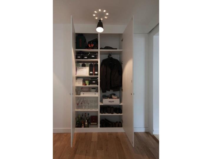 Efficace : le mur de placards par Atelier SYB